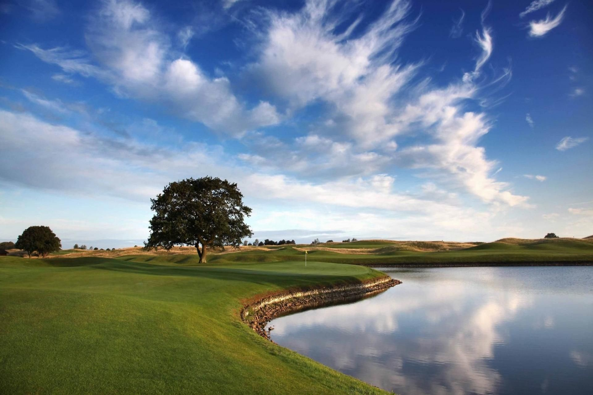 What Does A Golf Resort And Casino Usually Feature
